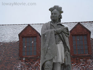 Black_hawk_statue_snow