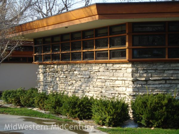 Midwestern midcentury mid century modern frank lloyd for Design homes iowa