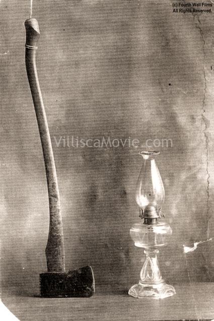 Axe_and_lamp_villisca