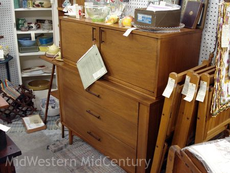 Kroehler buffet in Geneseo, Illinois antique store. - Midwestern Midcentury: Geneseo Antique Store Features 1950s Buffet