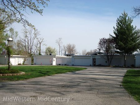 The street view of a Moline, Illinois mid-century modern house.
