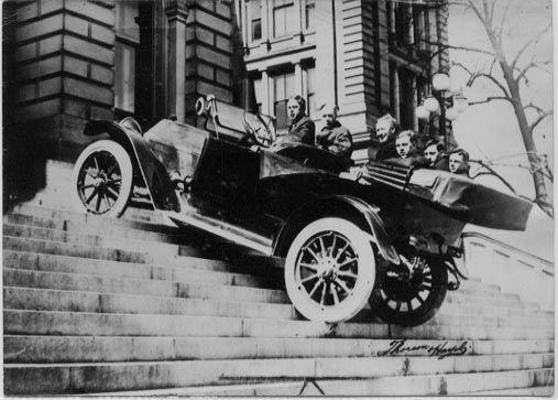 1913-spaulding-climbing-capitol-steps_JPG