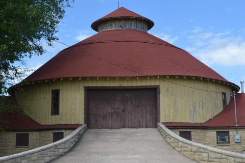 Round barn entry