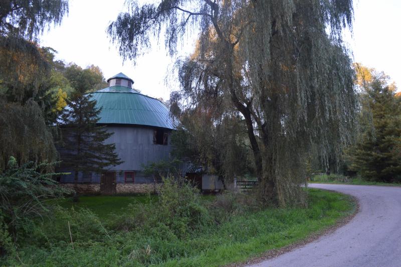 Algie Shivers round barn3