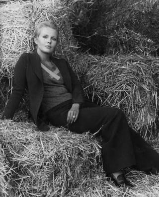 Jean Seberg in hay